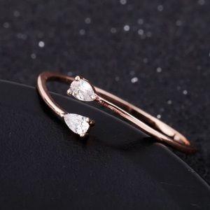 NWOT adjustable delicate crystal ring